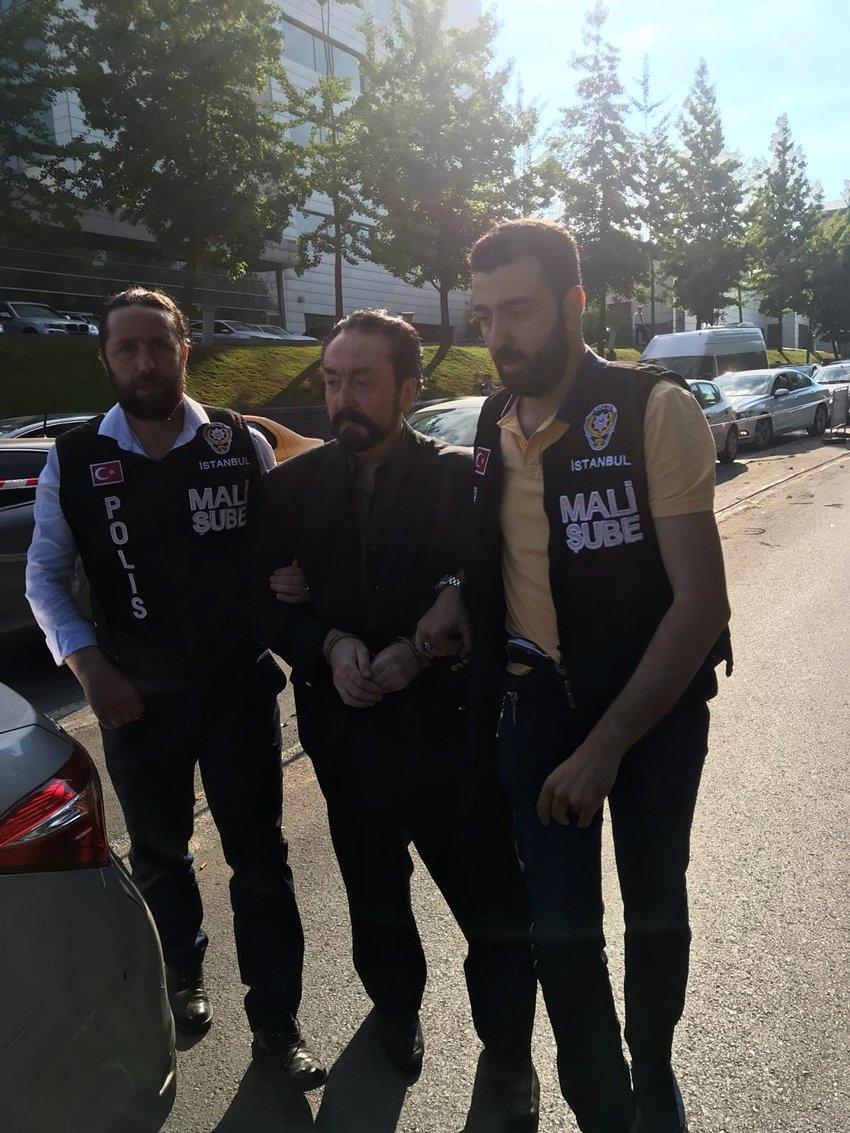 FOTO: Habip ATAM / Gözaltına alınan Adnan Oktar emniyete böyle getirildi.