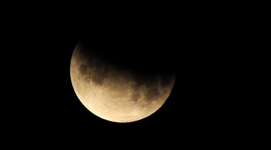 Tutulma da Ay/Mars/Güneş/Uranüs arasında T - Kare dediğimiz sert bir açı kalıbı etkin olacak. Ve tutulmanın asıl rengini, şeklini, şemailini, meselesini tam da bu açı kalıbı aslında açıklıyor. Özgürlük için savaşmak demektir. Sizi kısıtlayan, bağlayan koşullar her ne ise bundan kurtulmak için fırsatlarınız olacak tutulma ile.