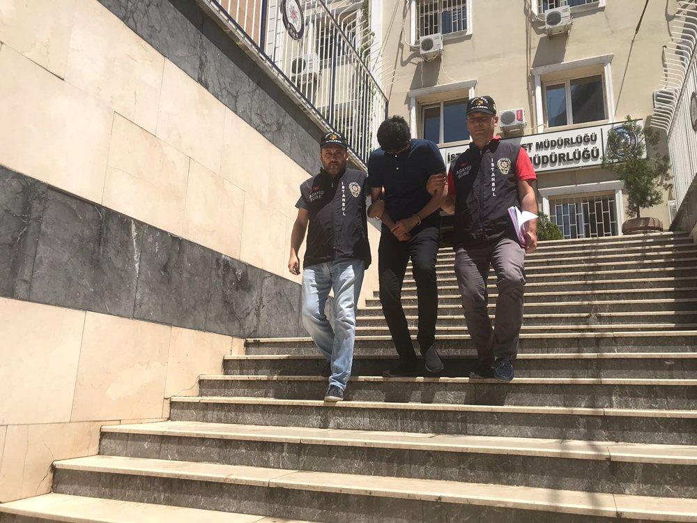FOTO:SÖZCÜ - Dolandırıcılık kariyeri başlamadan biten polis memuru, meslektaşları tarafından böyle götürüldü.