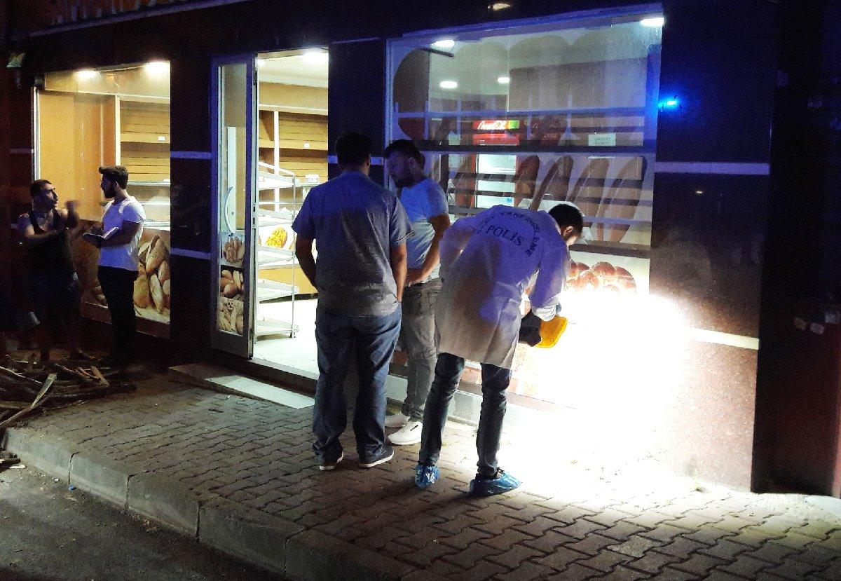 İstanbul, Kağıthane'de ekmek fırınının bacasından çıkan duman nedeniyle yaşanan kavga silahlı çatışmaya döndü. Olay yerinde bir kişinin öldüğü açıklandı.
