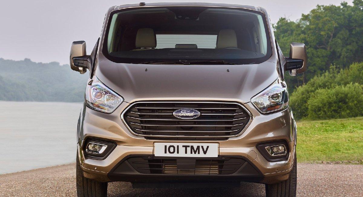 Ford Tourneo Custom. Markanın hafif ticari aracı, Türkiye'de üretiliyor.