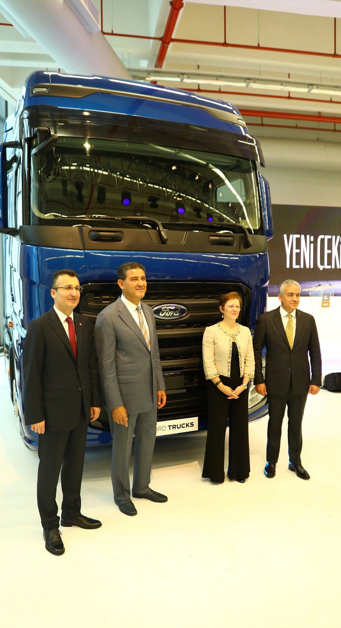 ford-trucks-genel-mudur-yardimcisi-serhan-turfan-ford-otosan-genel-muduru-haydar-yenigun-ford-otosan-genel-mudur-yardimcisi-lisa-king-ford-trucks-urun-gelistirme-muduru-burak-gokcelik-kopya