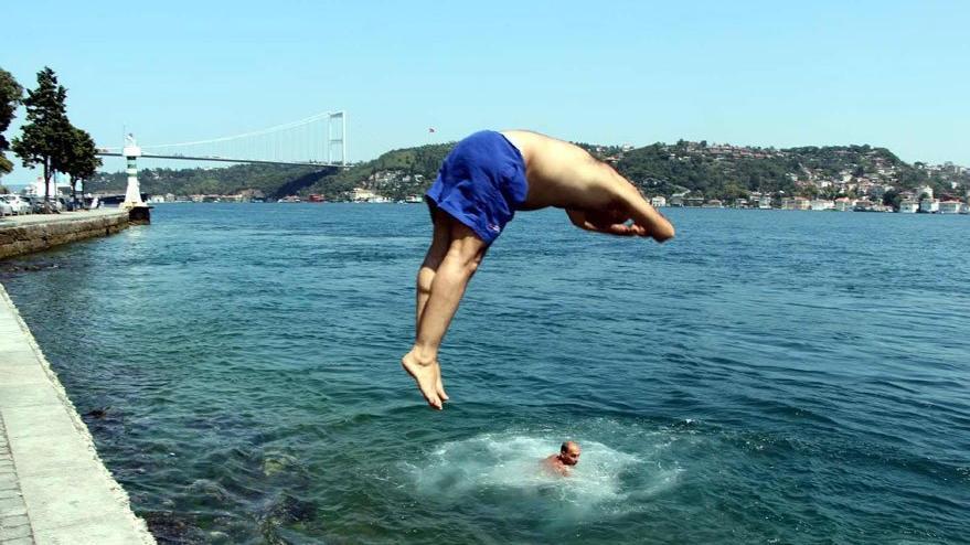 Suya balıklama atlamak felç edebilir