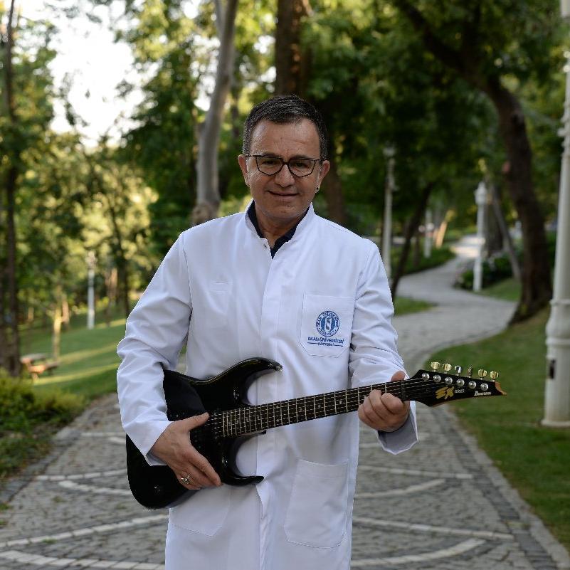 Rock'çı doktor kanser hastalarıyla konser verecek