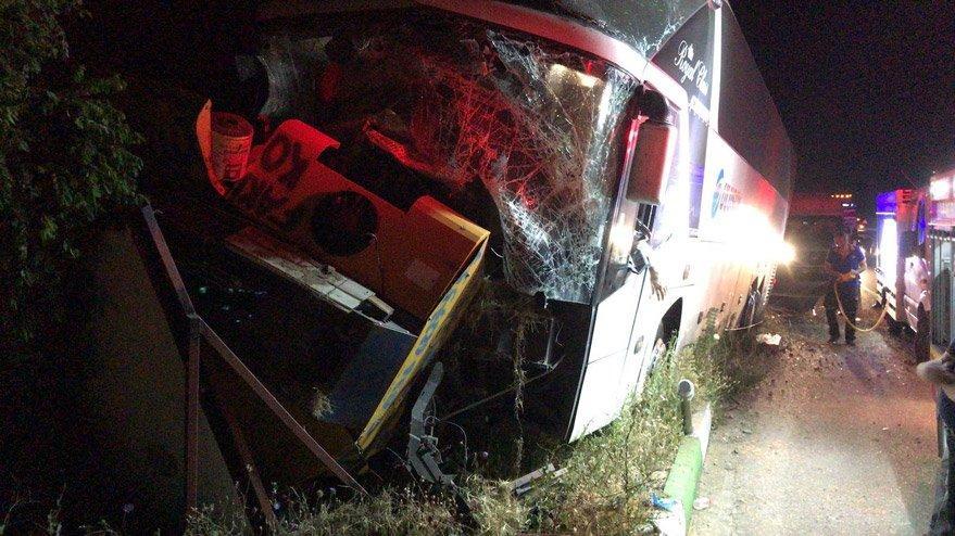 Afyonkarahisar'da yolcu otobüsü traktör çarpıştı: 2 ölü, 3 yaralı