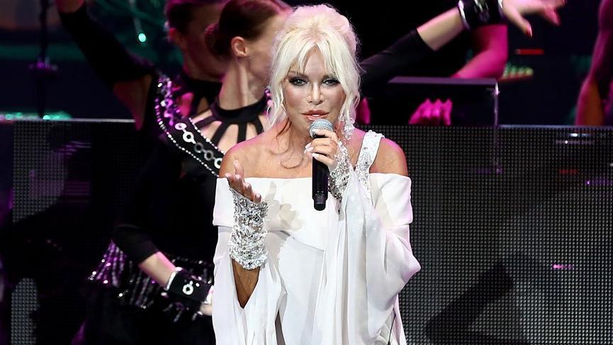 Ajda Pekkan'ın konser kıyafetleri sosyal medyaya damga vurdu