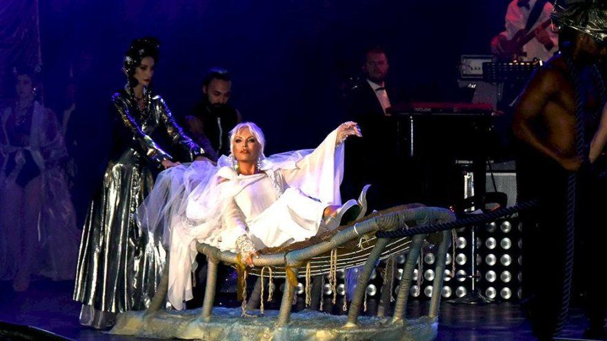 Ajda Pekkan, Madonna'nın tahtına oturdu