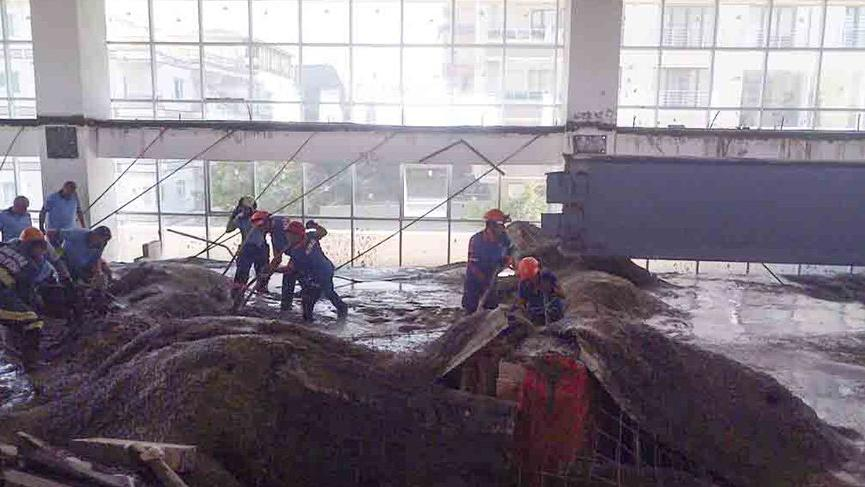 Ankara'da okul inşaatında çökme meydane geldi