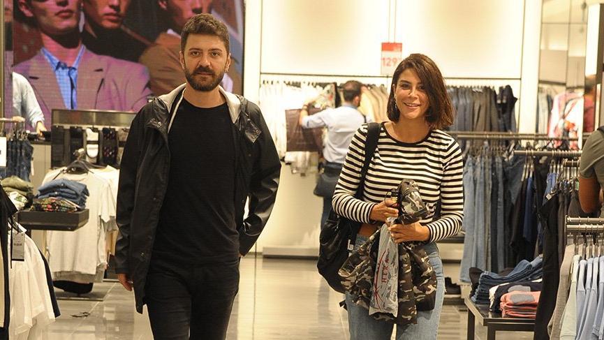 Şahin Irmak ve Asena Tuğal, balayı öncesi alışverişte görüntülendi