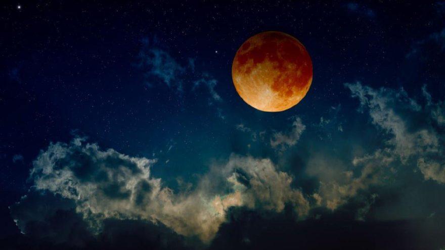 Kanlı ay tutulması nereden izlenir? Kanlı ay tutulmasının burçlara etkisi