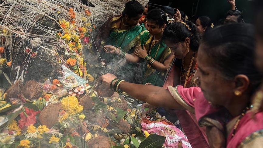 Hindu kadınlar banyan ağacında dua etti