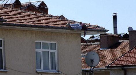 Çatıdan düşen kişi hayatını kaybetti