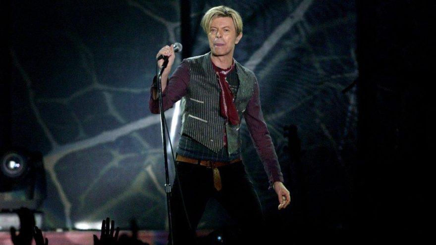 Efsane müzisyen David Bowie'nin ilk demo kaydı ekmek sepetinde bulundu