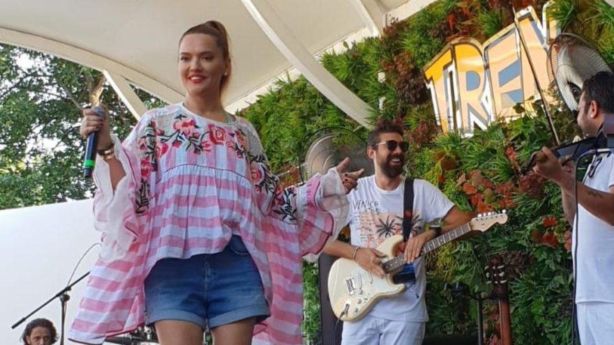 Demet Akalın'ın bluzu sosyal medyayı salladı