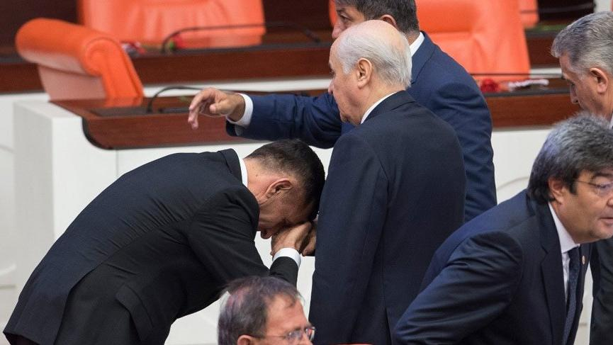 Meral Akşener'den çok sert 'el öpme' tepkisi