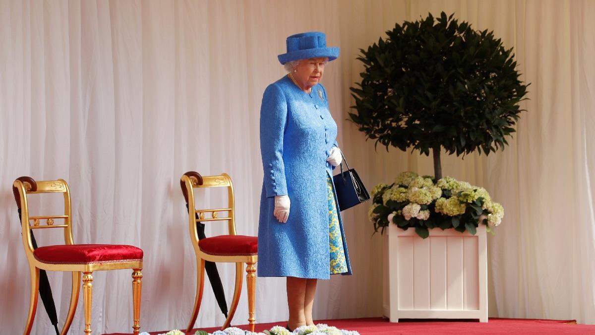 Trump yaptı yapacağını... Kraliçe'yi çileden çıkardı!