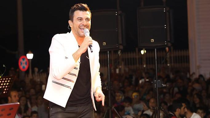 Gökhan Tepe yeni albümünün ilk konserini verdi
