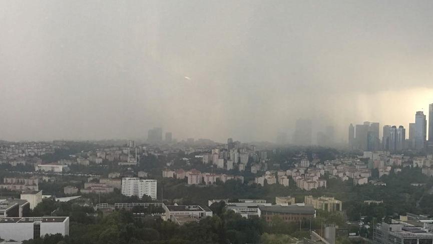 Son dakika! Meteoroloji uyarmıştı: İstanbul'u kara bulutlar sardı