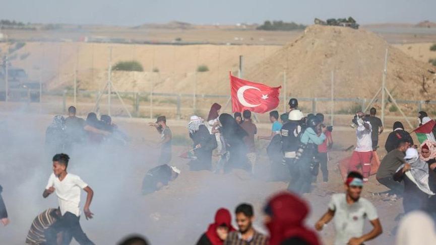 İsrail askerleri Türk bayrağı taşıyan bir Filistinliyi vurdu