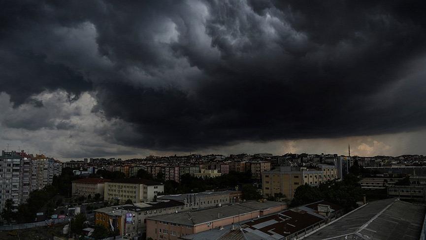 İstanbul'da yoğun yağış! Metro seferleri durdu