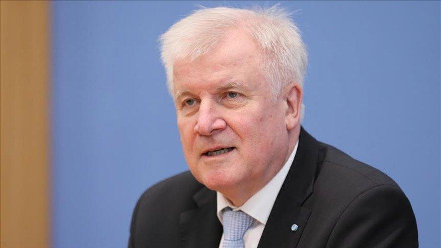 Almanya İçişleri Bakanı Horst Seehofer istifasını açıkladı