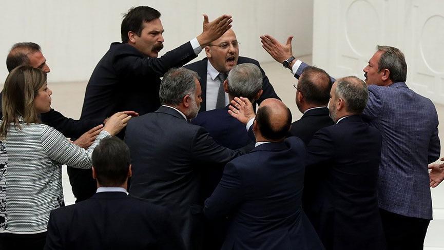 Yeni yasama yılının ilk kavgası! HDP'li Şık'a 2 birleşim ceza verildi