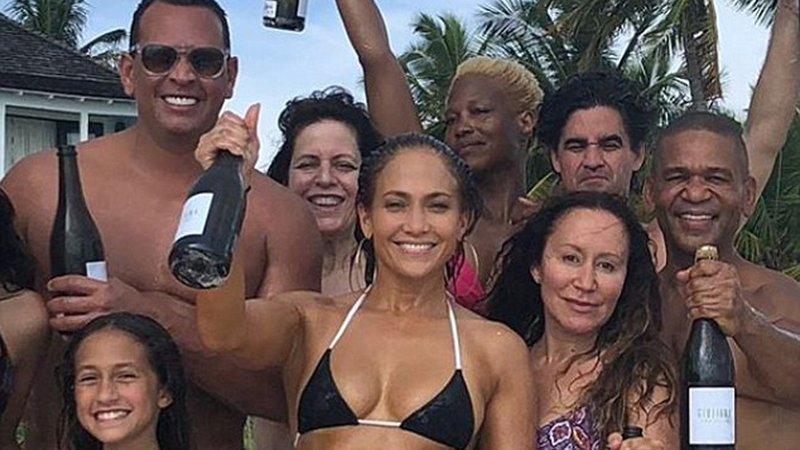 Lopez yeni yaşını kutladı... Yıllara meydan okuyan poz!