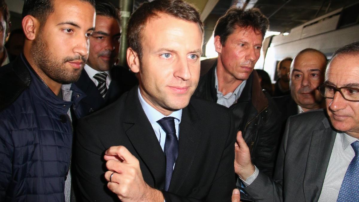 Macron'a büyük şok... Korumasının polis kıyafetiyle göstericileri dövdüğü video ortaya çıktı