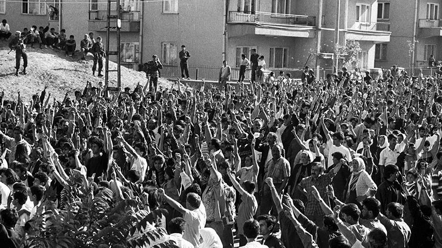 2 Temmuz 1993 Madımak Katliamı olayı nedir? İşte Sivas katliamının görülmemiş fotoğrafları…