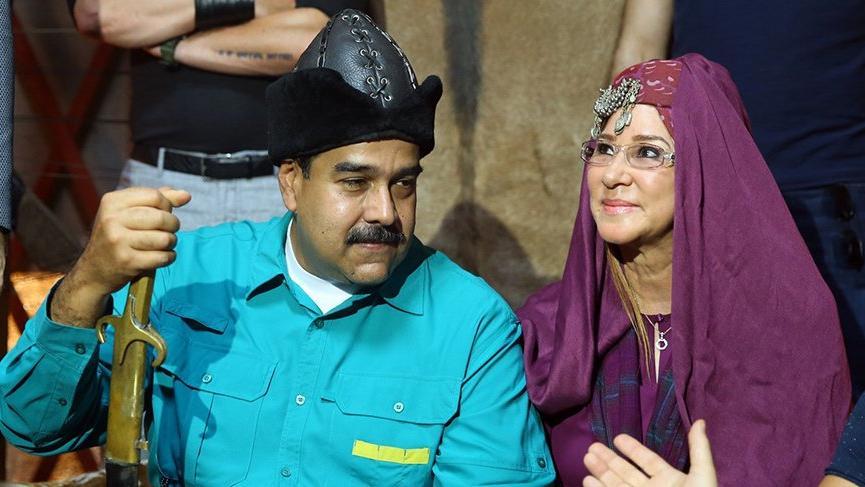 Venezuela Devlet Başkanı Maduro Ertuğrul dizisinin setini ziyaret etti