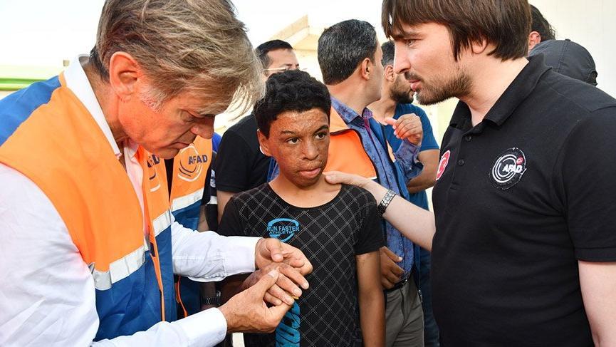 Dr. Mehmet Öz Suriye'de çocukları muayene etti