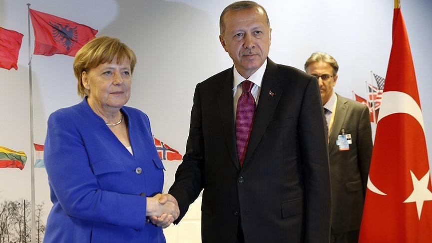 Son dakika: Erdoğan NATO Zirvesi'nde ilk görüşmesini Merkel'le yaptı