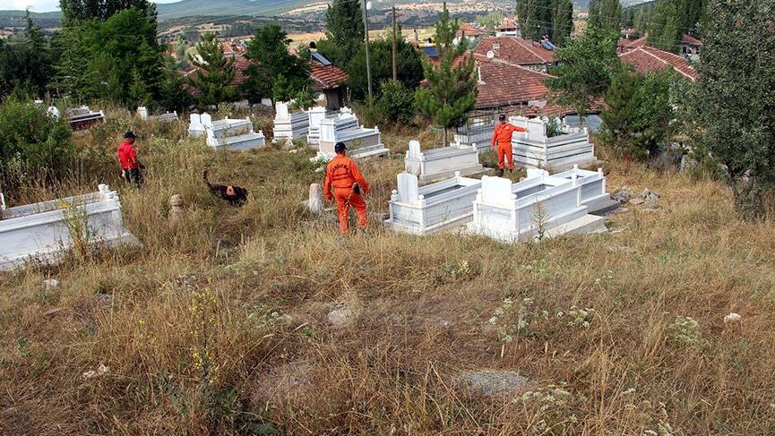 Kayıp Evrim, köy mezarlığında arandı