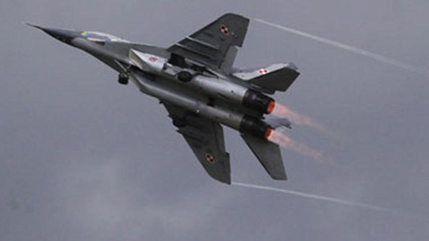 Polonya'da savaş uçağı düştü