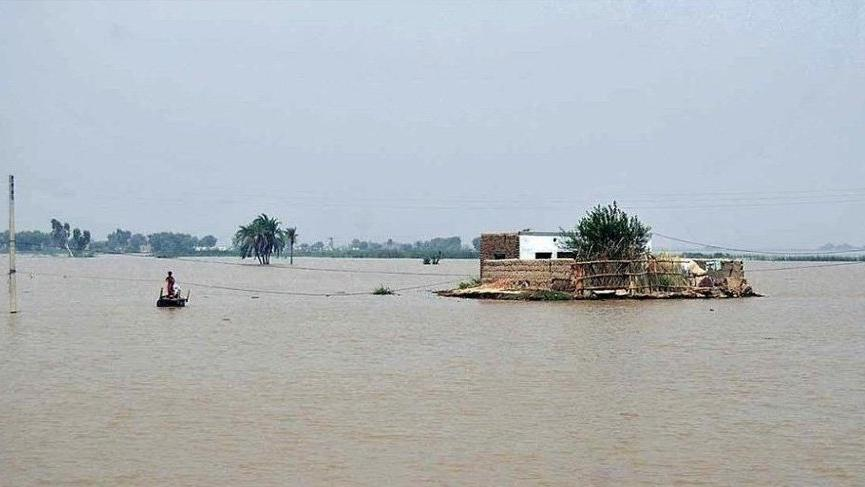 Muson yağmurları can aldı: 10 günde 66 kişi