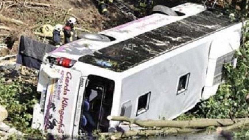 Hindistan'da feci kaza: Otobüs uçuruma yuvarlandı, 30 ölü