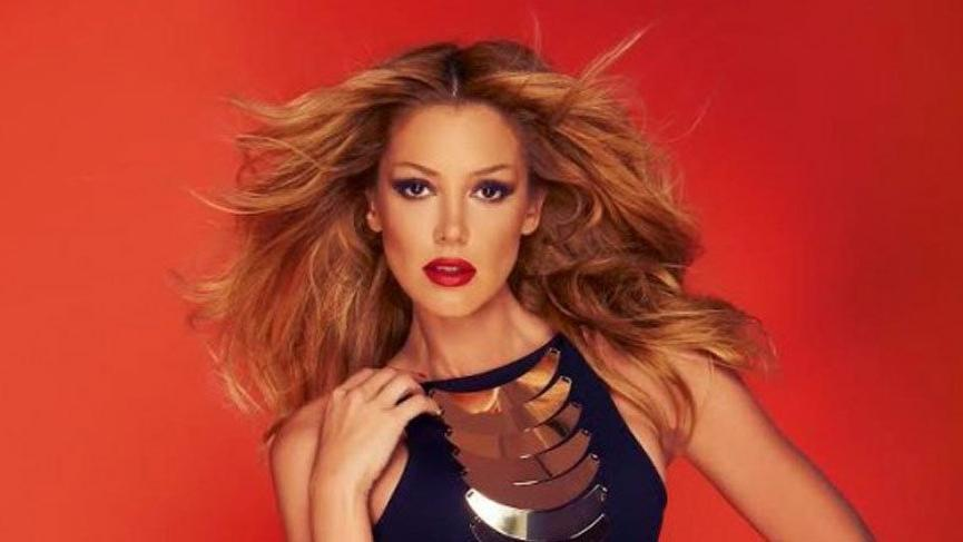 Petek Dinçöz 1998'de giydiği kıyafeti Shakira'nın giydiğini söylüyor
