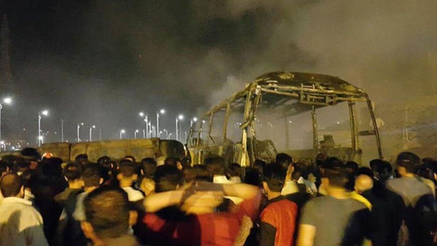 İran'da feci kaza: Petrol tankeri otobüse çarptı