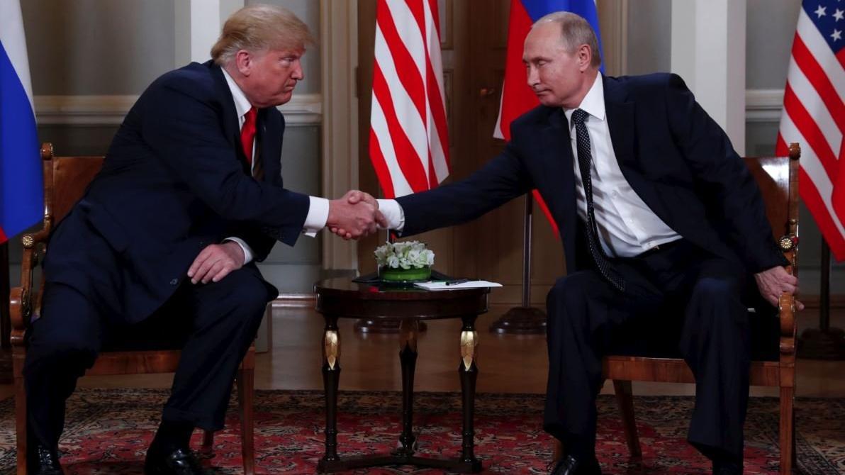 Trump ve Putin tokalaştı... Kritik zirve başladı