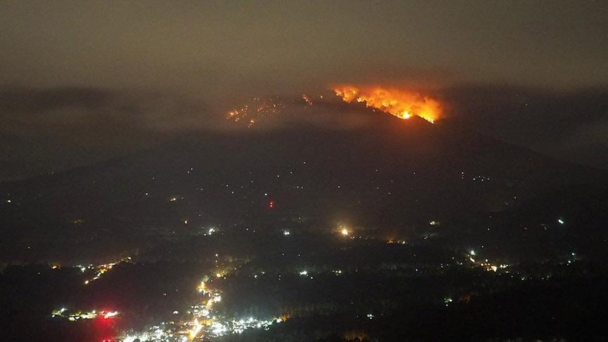 Endonezya'nın Bali Adası'ndaki Agung Yanardağı'nda patlama!