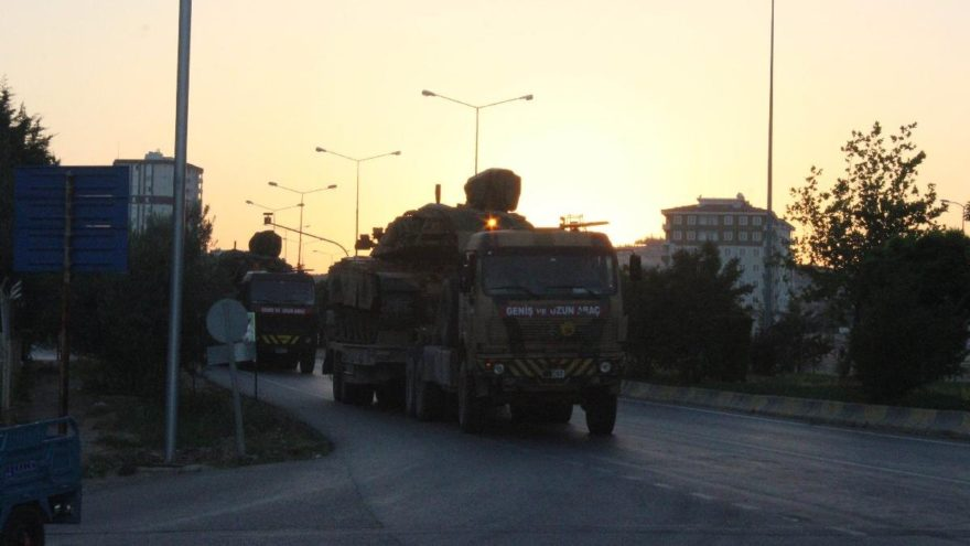Münbiç ile Tel Rıfat sınırına askeri sevkıyat sürüyor