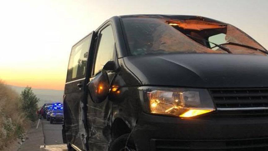 TIR'dan kopan lastik, minibüsün camını kırdı: 1 ölü, 4 yaralı