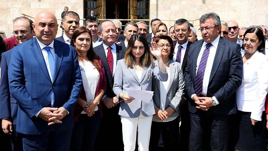 CHP'li 129 vekilden kurultay tartışmalarına tepki