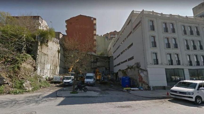 Çöken binanın dört ay önce çekilen fotoğrafında dikkat çeken detay