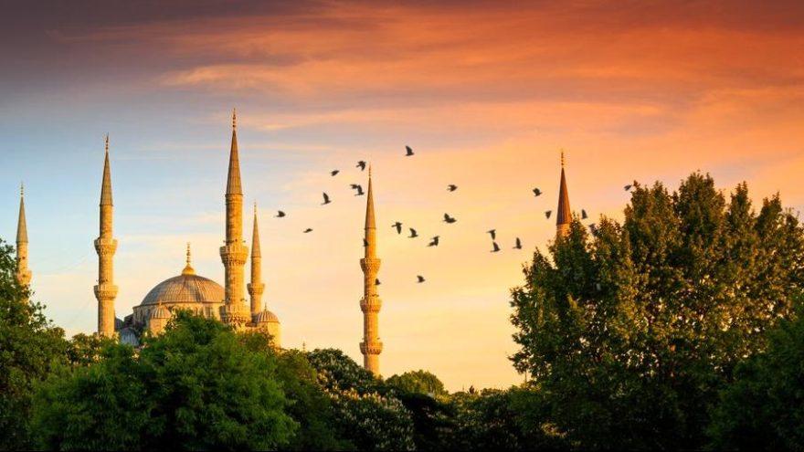 Sultanahmet'in gezilecek yerleri: İstanbul'un bilinen ilk tepesi Sultanahmet'in tarihi ve turistik yerleri…