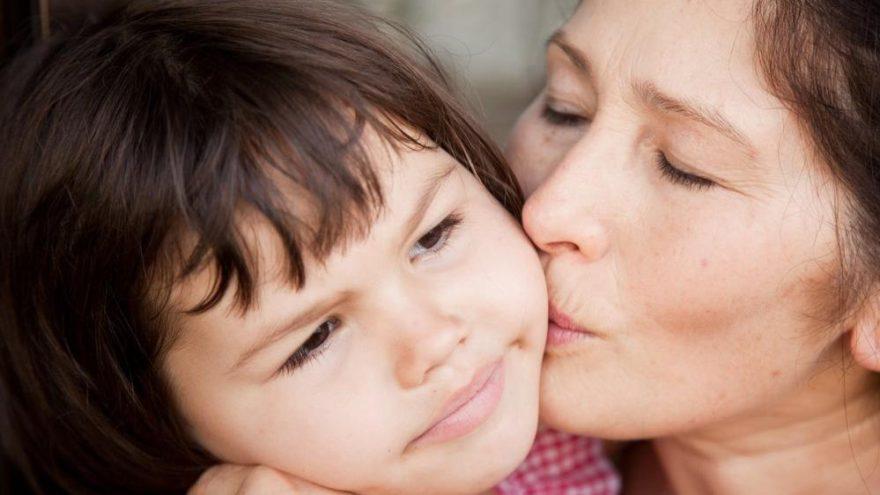 'Çocuğunuza, 'Öpsün, o senin teyzen' diye ısrar etmeyin'