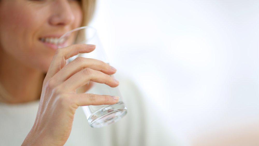 İdrar kaçıranların en büyük hatası su içmeyi bırakmak