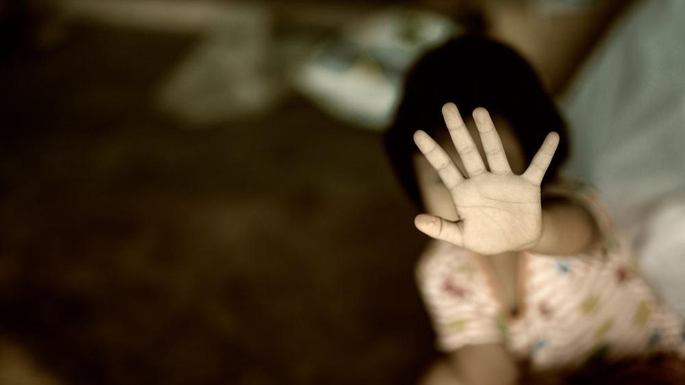 Bu belirtilere dikkat! Cinsel taciz hangi yaş grubunda hangi belirtilere sebep oluyor?