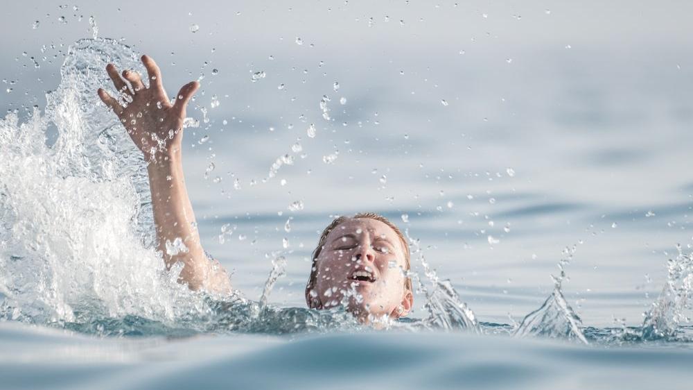 Boğulma tehlikesi geçirenlere nasıl müdahale edilmeli?