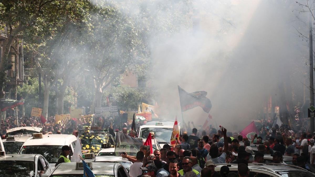 Taksicilerden Uber karşıtı gösteri... Biber gazı sıkıldı, İspanya karıştı